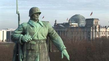 806553674-memorial-sovietique-coupole-du-reichstag-norman-foster-tiergarten
